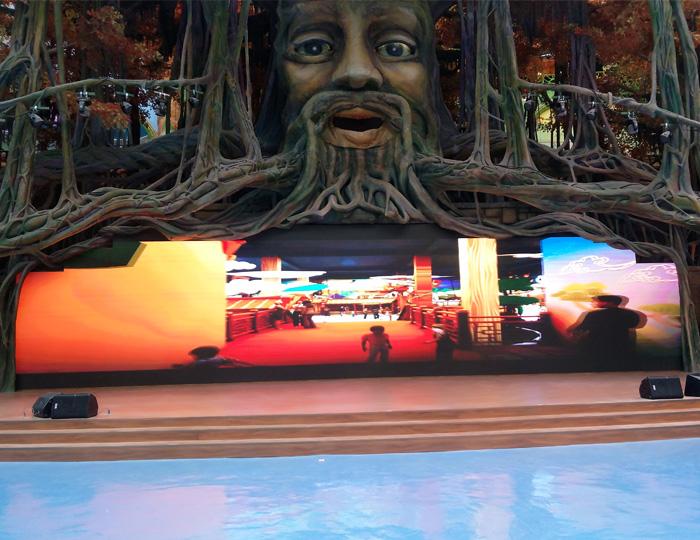 河北唐山天元谷度假区   大树表情舞台以及女娲补天